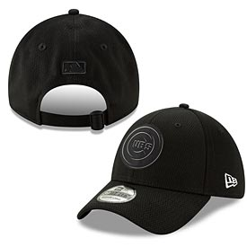 Chicago Cubs 2019 Clubhouse Black and White Adj Cap